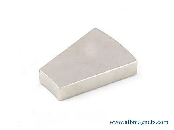high working temperature customized wedge neodymium magnet